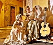Women in medieval dress - Event in San Miniato